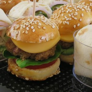 hapjesbuffet en high tea - mini broodje hamburger